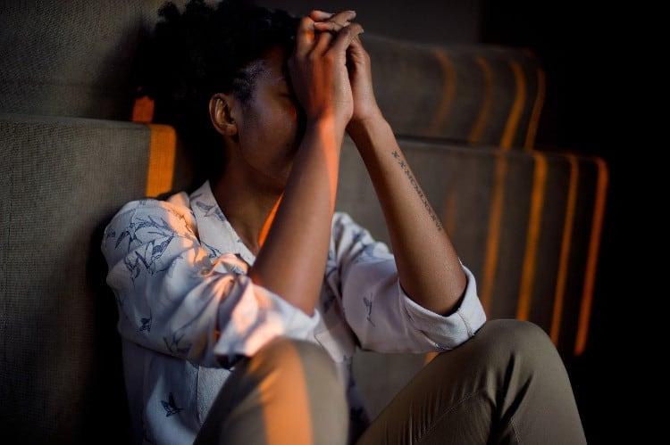 gebroken hart hoe lang duurt liefdesverdriet verwerken vrouw omgaan met hoe kom je over liefdesverdriet heen wat te doen tegen bij relatiebreuk verwerken